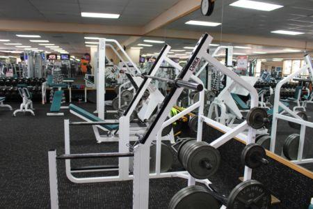 Weight machines in El Gancho Gym Facilities