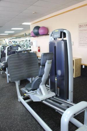 Leg press in gym facilities at El Gancho